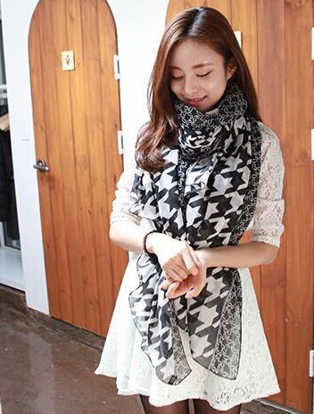 2015 new fashion boutique ladies plaid scarf329061(China (Mainland))