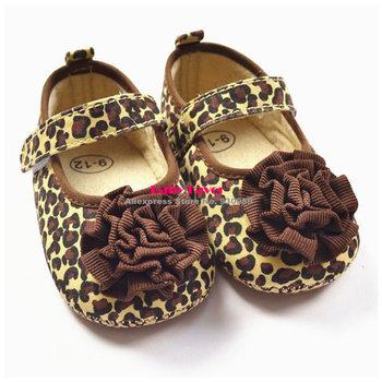 Бесплатная доставка 2013 модный дизайн 1 пара симпатичные детская кровать в обуви PreWalkers впервые уокер коричневый леопард цветок на липучке для девочки дети