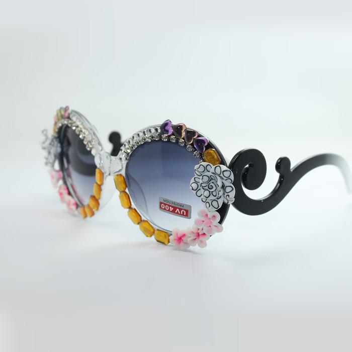 2015 New Women Ladies Polarised Sunglasses Luxury Full Crystal Rose Flower Heart to Heart Decor Frame Glassed Lenses SG054(China (Mainland))