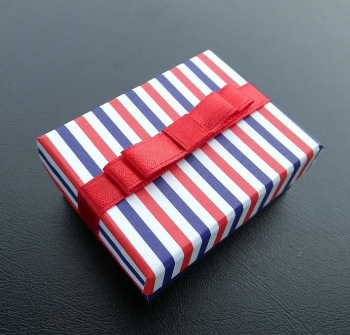 Elegant gift box/case for ornaments accessories/ear pendants box/ring box with ribbon-free shipping(China (Mainland))
