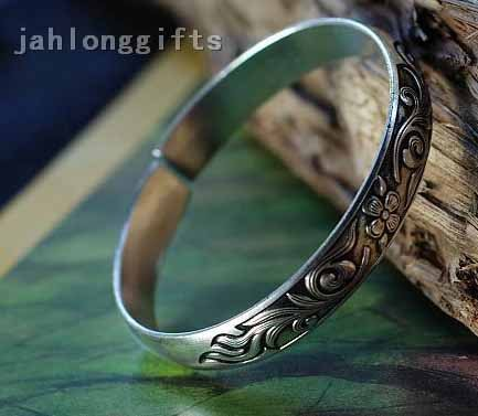 Wholesale 24pcs/lot Handicrafted 1x6cm Engraved Miao Silver Bangle Fine Bracelet Tibetan Style Gift for Sister Free Shipping(China (Mainland))