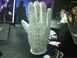 Free shipping Billie Jean Michael Jackson Ultimate Collection imitation Single diamond gloves(China (Mainland))