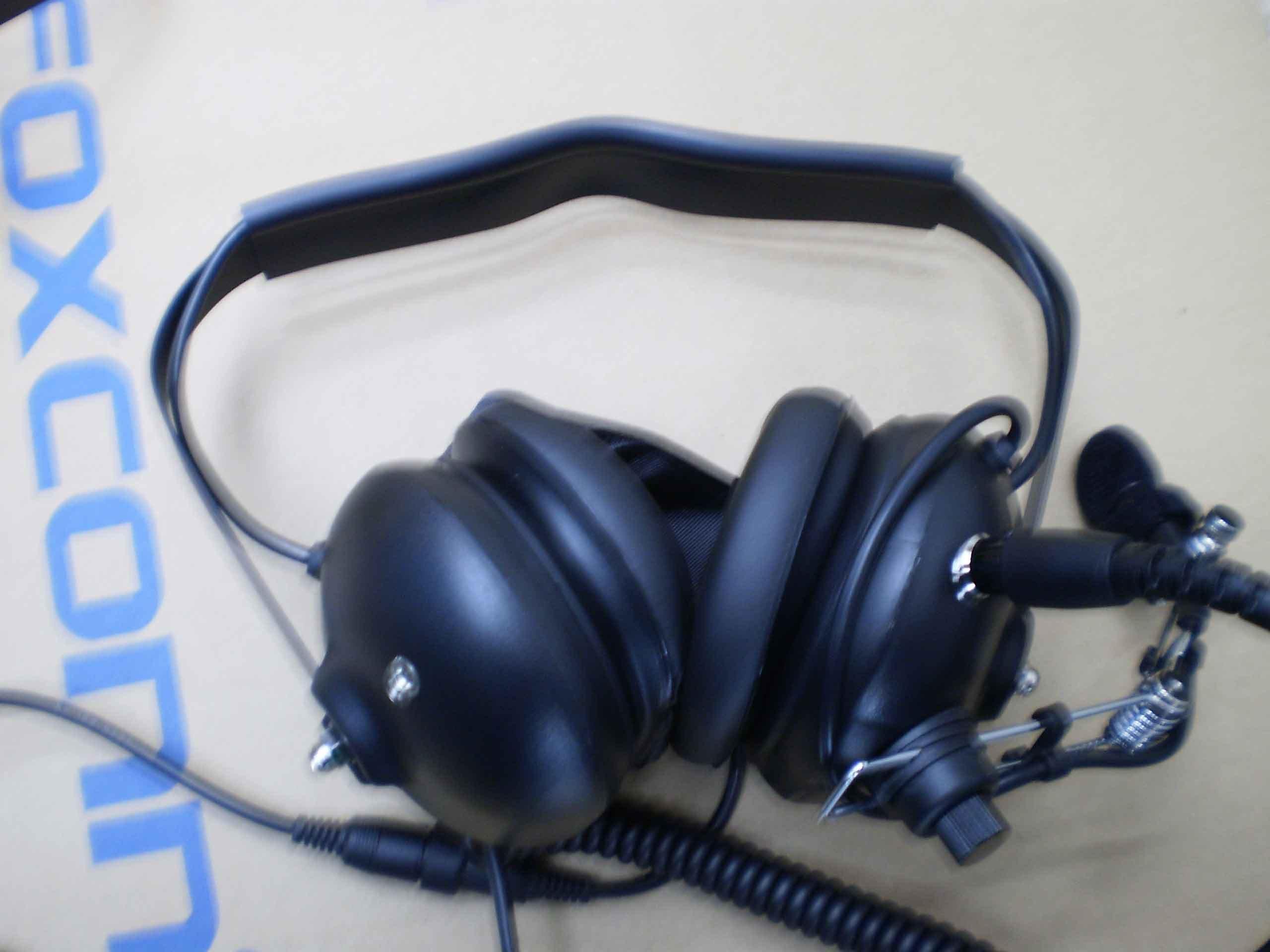 Walkies Talkies Heavy Duty Headphone/Headset/Aviation Headset H-002# for Handheld Two Way Radio(China (Mainland))