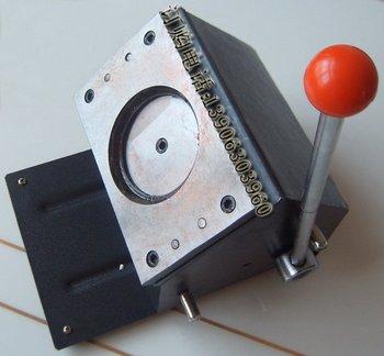Round knife cutting badge