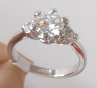 Ring.Size S(9).Free shipping.Gift insurance. Provide tracking numbers.Exquisite White Topaz 18K GP White Gold Ring.