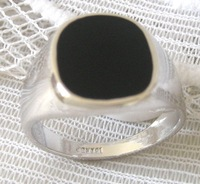 Ring.Size 8-11.Free shipping.Gift insurance. Provide tracking numbers.Exquisite Onyx 18K GP White Gold Ring.