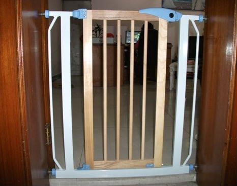 auto fechar expansível baby pet cão segurança gate cerca(China (Mainland))