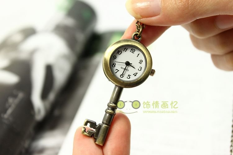 QUARTZ VINTAGE BRONZE KEY POCKET WATCH NECKLACE PENDANT(China (Mainland))