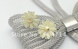 2011 Fresh simple daisy flower earrings/korea style earrings necklace bracet rings/alloy earrings/ear hoop