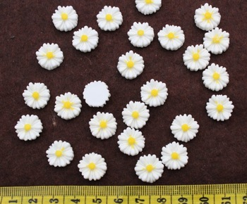 250pcs 12mm white Beautiful Resin daisy chrysanthemum SunFlower Cameo Cabochon Base Setting Pendants Charm Pendant