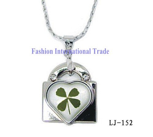 Hot sale! Real four leaf clover Locket shaped with heart jewelry rhinestone necklace pendant,free gift box,free shipping(China (Mainland))