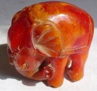 charming Loveable vividly carved amber elephant statue adornment Free shipping