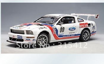 Free Shipping!!wholesale and retail 1:18 AUTOart Ford FR500S White Die Cast Model Special,CAR MODEL,Christmas gift