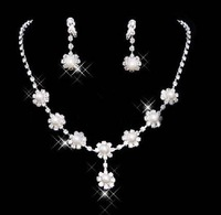 wedding jewelry set  fashion crystal bridal necklace and earrings with flower shape