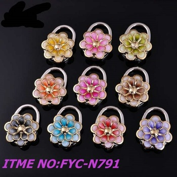 wholesale 50mm flower shape foldable bag hanger  with mix color