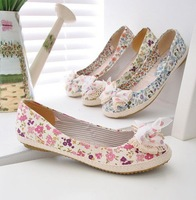 2013 NEW Floral Women flat shoes / Spring NEW Lady shoes/ Women's shoes & Choose from 3 color