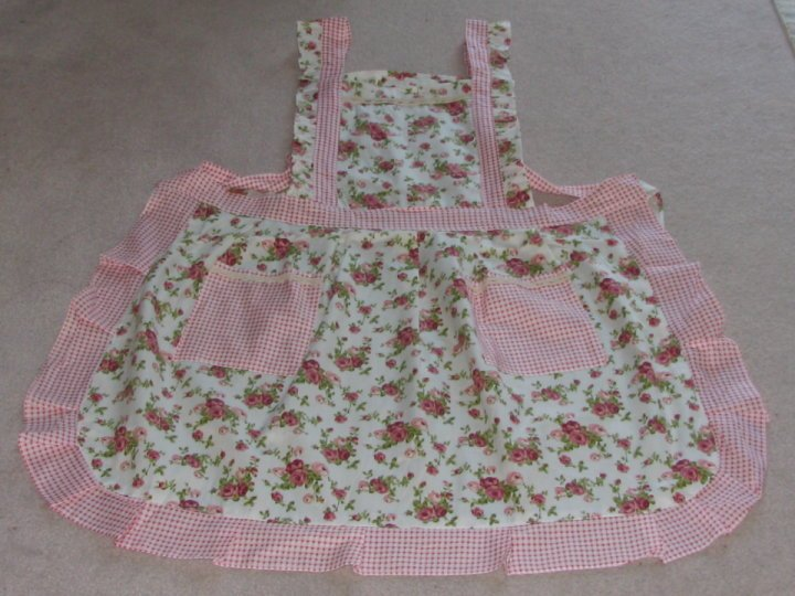 Free Shipping, Beautiful Country Style Rose Printing Kitchen /Cooking/Baking Apron(China (Mainland))