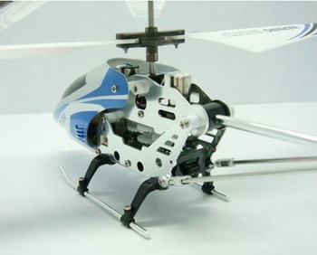 Wholesale unique toys 12pcs/lot  8.6 Inch 3.5 CH Metal Gyro Syma Mini RC Helicopter S105G ( blue) + USB Charger + Tail Blade