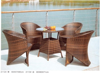 outdoor furniture one table with 4 chair and seat cushion