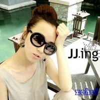 Fashion New Women Vintage Thick Eye Bending Frame Dark Round Lenses Sunglasses SL00070