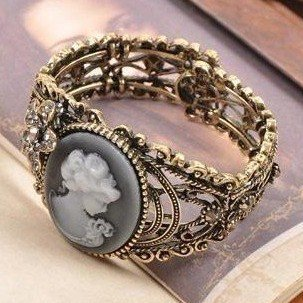 Min.order is $5 (mix order)Free Shipping, Elegant  vintage bracelet,carved hollow drill queen's head fashion bracelet(B022)