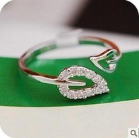 Min.order is $5 (mix order) Free Shipping 2014 Korean Two Leaves Imitation Diamond Ring Lovers Retro Ring (OD0084)