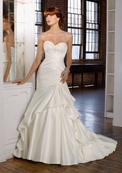 Engrossing Empire Sweetheart Court Train Sleeveless Beading Satin Petite Wedding Dresses 2012(China (Mainland))