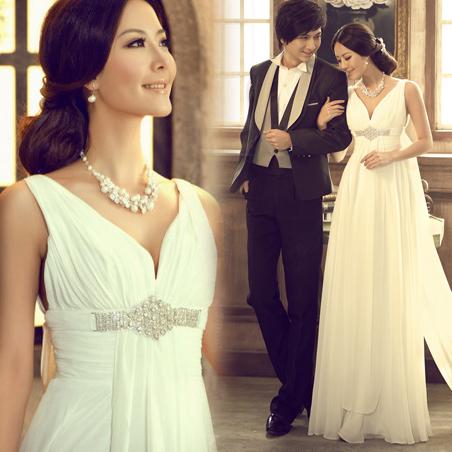 Luxury rhinestone sexy deep V-neck bride short trailing royal wedding dress wedding gown trouwjurk(China (Mainland))