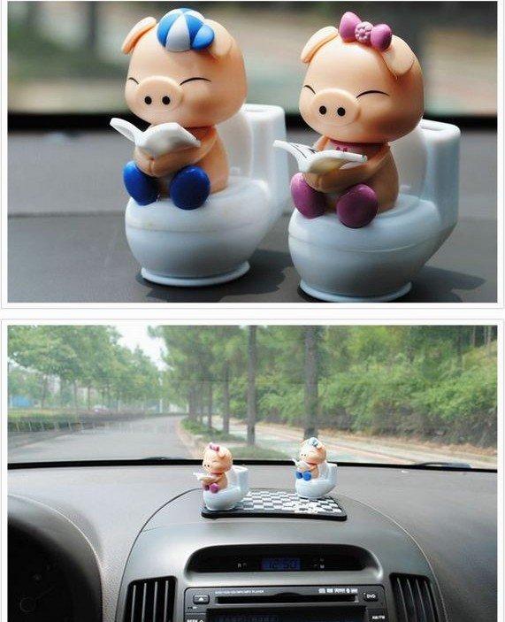 New Cute Cartoon Lover  Pig Dolls Mini Solar Powered Shaking Head Toys With Non-slip Mat Free Shipping(China (Mainland))