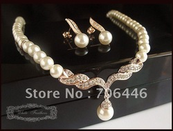 Rose Gold Plated Cream Faux Pearl and Rhinestone Crystal Bridal/Wedding Jewellery Necklace and Earrings Set(China (Mainland))