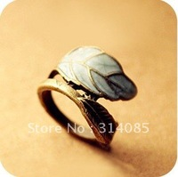 <Attention!Free shipping for Min.order $15,mix model> Europe accessory retro leaf ring RN045