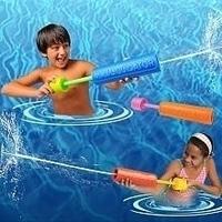 Waste-absorbing - spray pull type water-blast gun toy