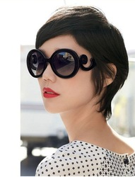 Retro-inspired Women Butterfly Clouds Arms Semi Transparent Round Sunglasses New[04070153](China (Mainland))