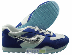 2013 fashion is running shoes retail and wholesale prices are very cheap three hundred and sixty degree free services(China (Mainland))