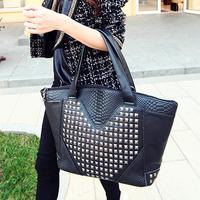 Freeshipping Autumn and winter fashion crocodile pattern rivet bag women handbag messenger bags women leather handbags