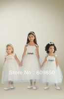 Hot sale popular  A-line  mid calf scoop tulle white with handmade flower    cute cheap flower girl dress