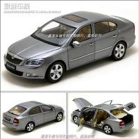 VOLKSWAGEN 1:18 Skoda Octavia Car Model - Black Blue instock