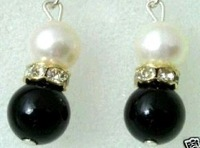 Black jade and white shell pearl lady' Earrings
