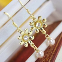 Min.order is $15 (mix order) Fashion personality all-match flower pearl stud earring earrings accessories