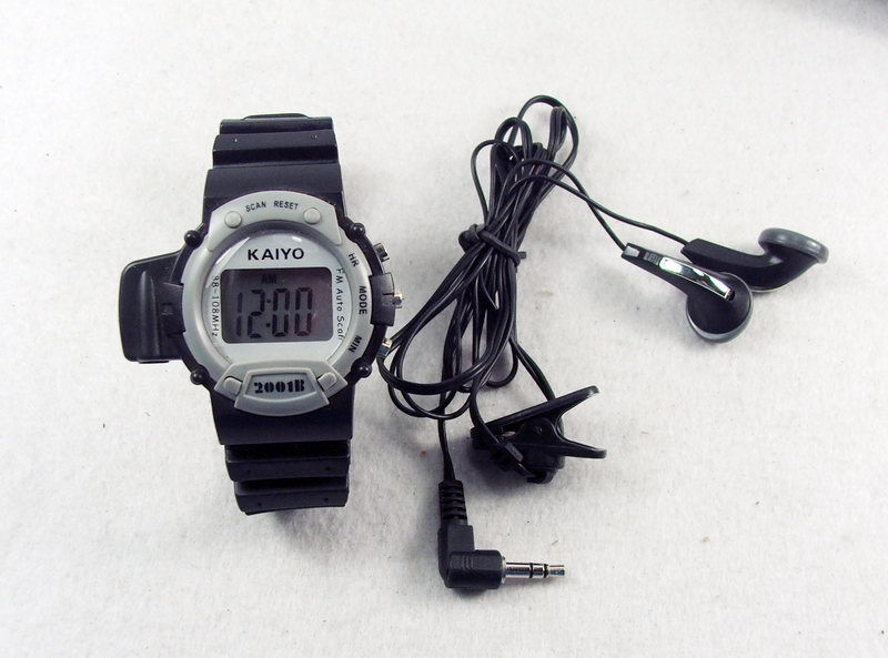 Wrist watch And radio player - LCD frequency display Earphone earplug Bass effect Date & time EC07AE(China (Mainland))