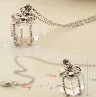 2014 New Fashion Hot christmas gift clear acrylic gift box with knot pendant necklace N512(China (Mainland))