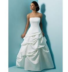 65 Free shipping 2013 newest women beautiful chic sexy pleat satin mateiral euro style strapless floor length wedding dresses(China (Mainland))