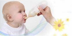 Silicone squeezing feeding spoon Spoon feeding-bottle Baby necessities Silicone Baby Spoon free shipping(China (Mainland))