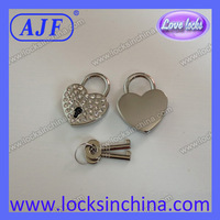 30mm Czechic rhinestone heart shape lock,nice as a gift or adornment.It's a real key lock.