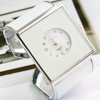 Factory Wholesale Wide watchband bracelet Watch with lovely design good quality square wrist watch