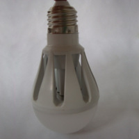 Indoor White Light E27 Base LED Globe Bulb Light AC 100-240V 5W Low Power Bright