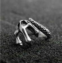 free shipping alloy ancient silver plated Skeleton claws punk online game ring for men high quality 19mm(China (Mainland))