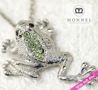 R233 Green Crystal Leap Frog Charm Pendant Necklace