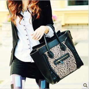 free shipping Popular global luxury fur double faced horsehair leopard print smiley bag messenger bag female bags