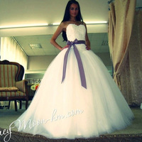 New Arrival Beautiful Ivory Tulle Ball Gown Wedding Dress With Purple Ribbon 2013